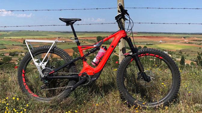 Fotogaleria-bicicletas-mtb-gravel-ebike-sistema personalizado para bicicletas con eje pasante de 12mm para el portabultos ElBurro.